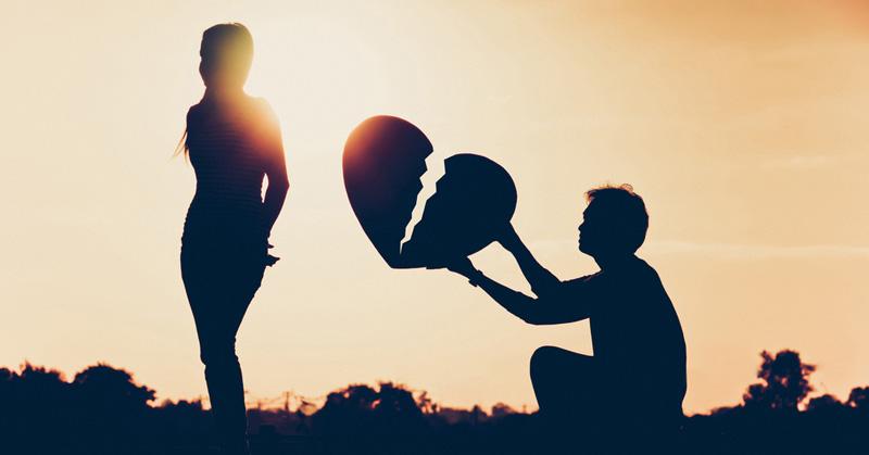 صوؤة لرجل يحمل قلبا مكسورا ويحاول ارضاء زوجته