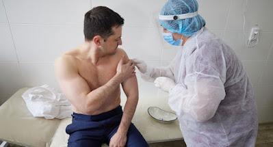 Зеленский привился индийской вакциной
