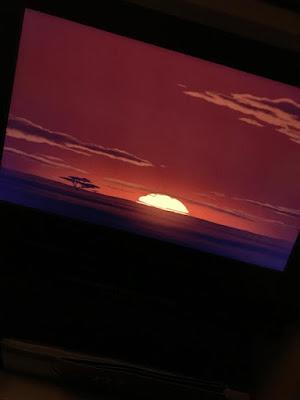 assinstindo filme no avião