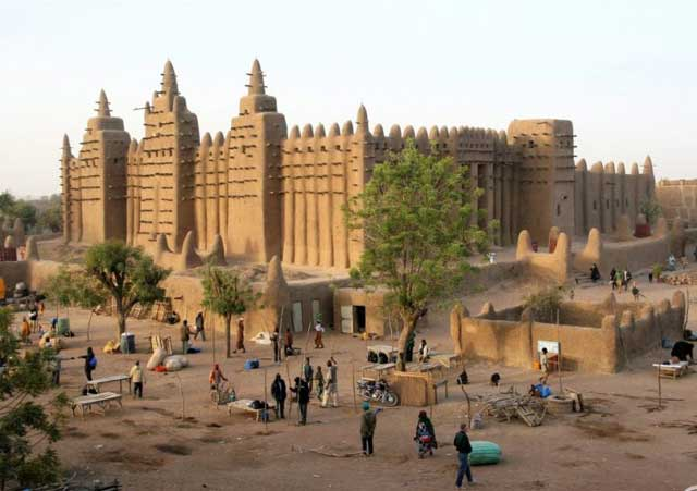 Ada Masjid yang Terbuat dari Lumpur di Sahara
