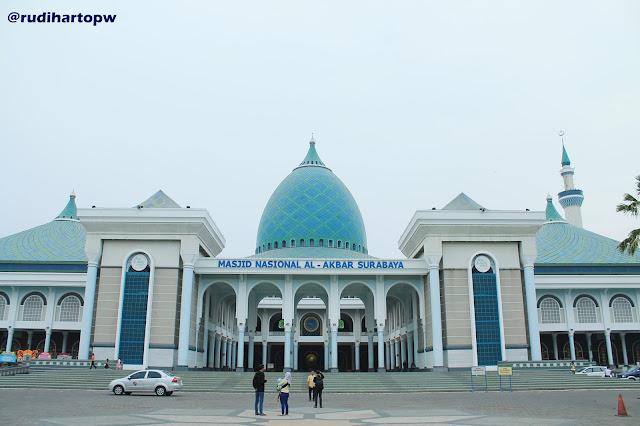 Masjid Nasional Al Akbar Surabaya - Foto Tampak Depan