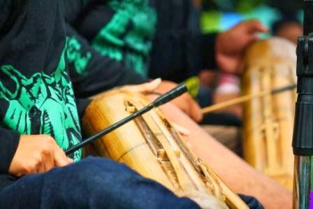 Alat musik pelengkap seni Karinding