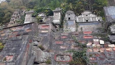 اكتشاف قرية نموذجية مصغرة من المعالم الإيطالية الشهيرة مخبأة في غابة بويلز