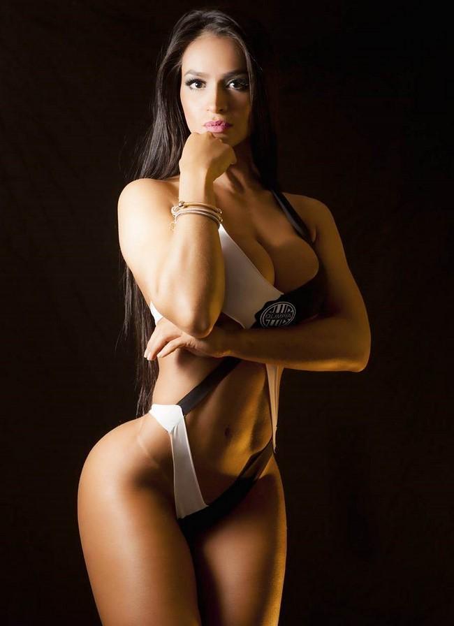 A madrinha do Clube Olímpia do Paraguai Andrea Araújo