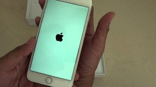 خدع بسيطة يمكنها أن تنقذ هاتفك إذا وقع في الماء