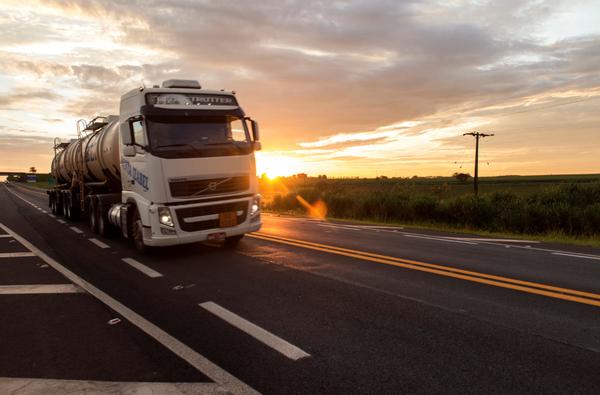 Bolsonaro se reunirá com caminhoneiros para tentar acordo  -  Adamantina Notìcias