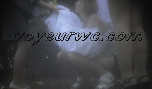 Wedding guest filming these babes taking a piss in the woods (Wedding Pissing Park 17)