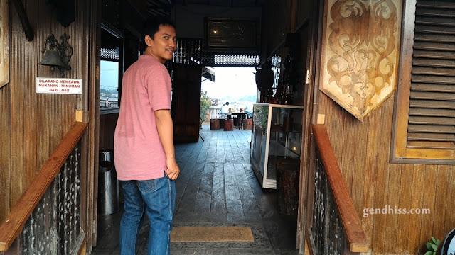 Pintu masuk Kampung Oelin