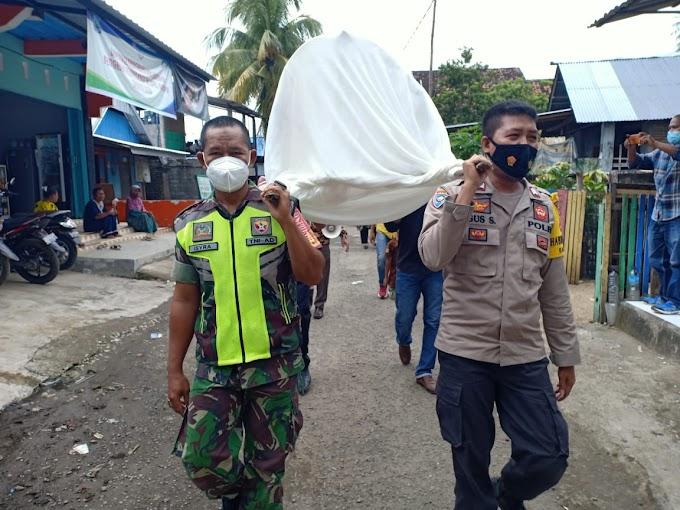 Arak Peti Jenazah, Satgas Desa Baka Jaya Ingatkan Warga Cegah Penularan Covid-19