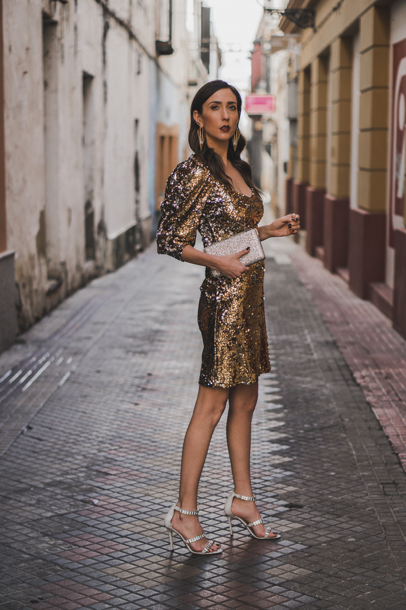 vestido dorado para fiestas