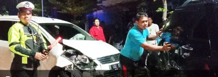 Diduga Sopir Terpengaruh Alkohol, Mobil Tabrakan Karambol