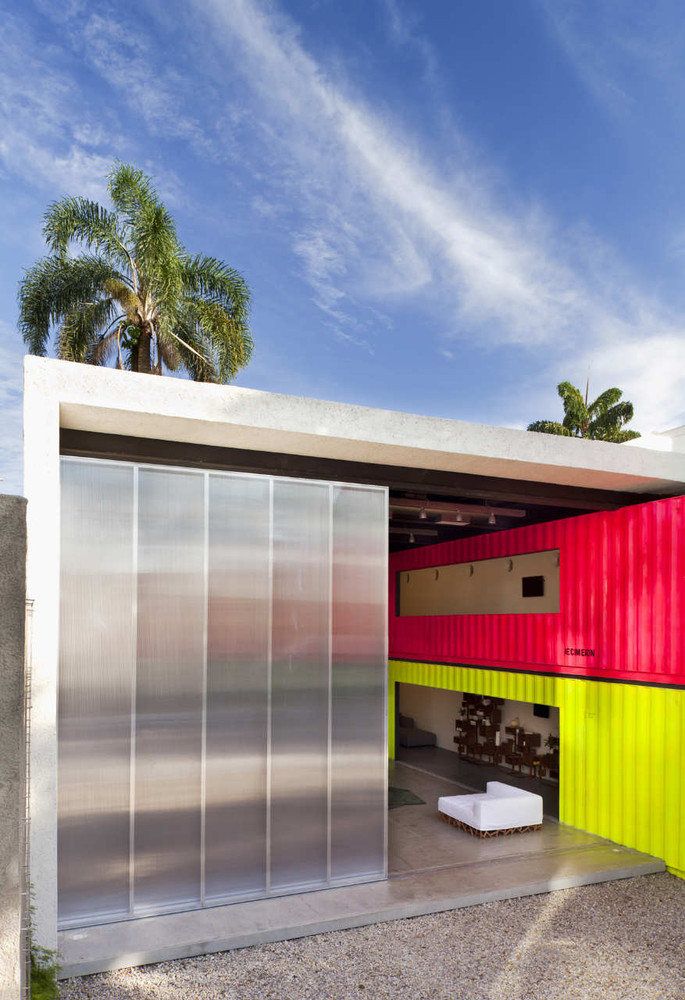Decameron - Low Budget Colorful Shipping Container Store, Brazil 2
