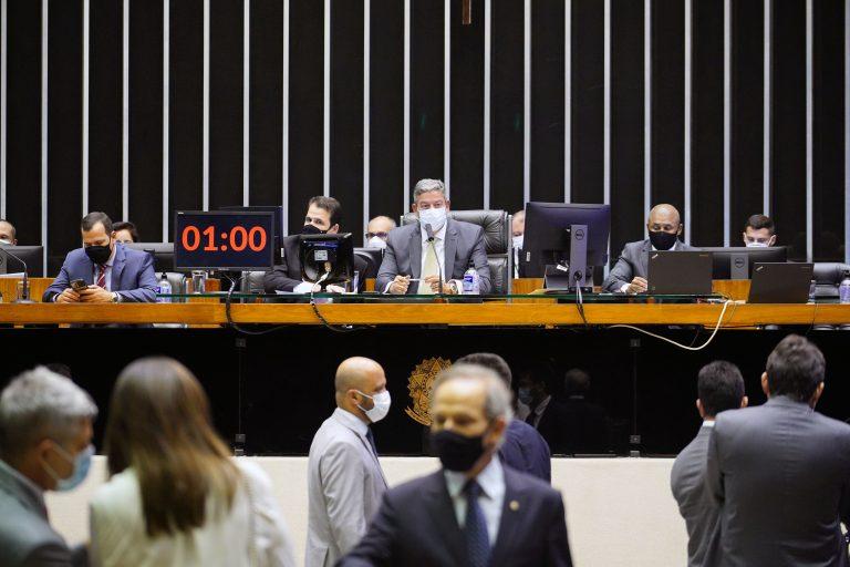 A Câmara dos Deputados concluiu na madrugada desta quarta-feira (21) a votação do Projeto de Lei 5595/20, da deputada Paula Belmonte (Cidadania-DF) e outros, que proíbe a suspensão de aulas presenciais durante Pandemias e Calamidades Públicas,