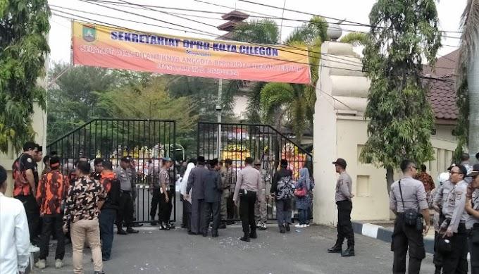 Akibat Pembatasan Peliputan Oleh Kepolisian dan Sekretariat DPRD Kota Cilegon, Sejumlah Wartawan Akan Demo