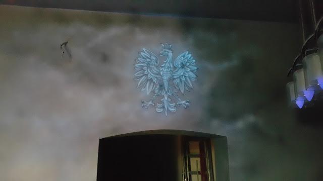 Malowanie godła Polskiego na ścianie, godło Polskie mural