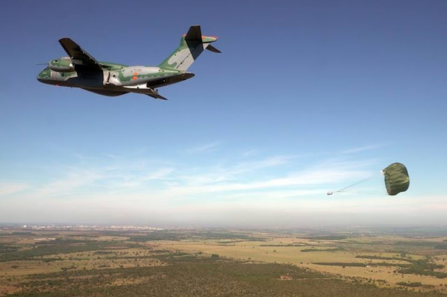 Embraer KC-390 airdrop testing campaign