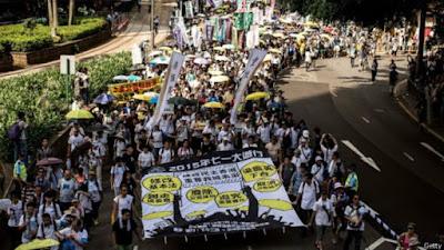 Người dân Hong Kong xuống đường biểu tình phản đối Trung Quốc