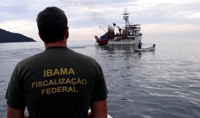Ibama exonera servidor que multou Bolsonaro