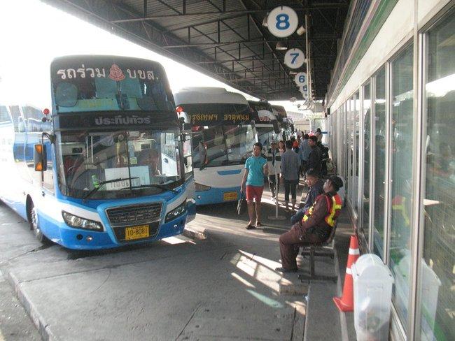 Автобусная станция в Таиланде