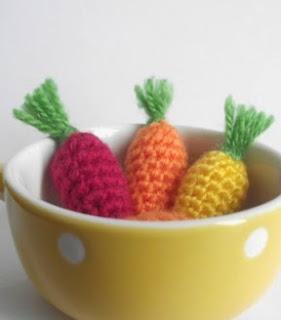 http://translate.google.es/translate?hl=es&sl=en&tl=es&u=http%3A%2F%2Fpetitspixels.com%2Fblg%2Fhow-to-crochet-a-baby-carrots%2F