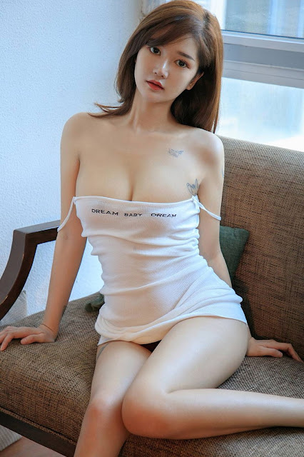 Hot and sexy booty photos of beautiful busty asian hottie chick Chinese babe model Jenimfer photo highlights on Pinays Finest Sexy Nude Photo Collection site.