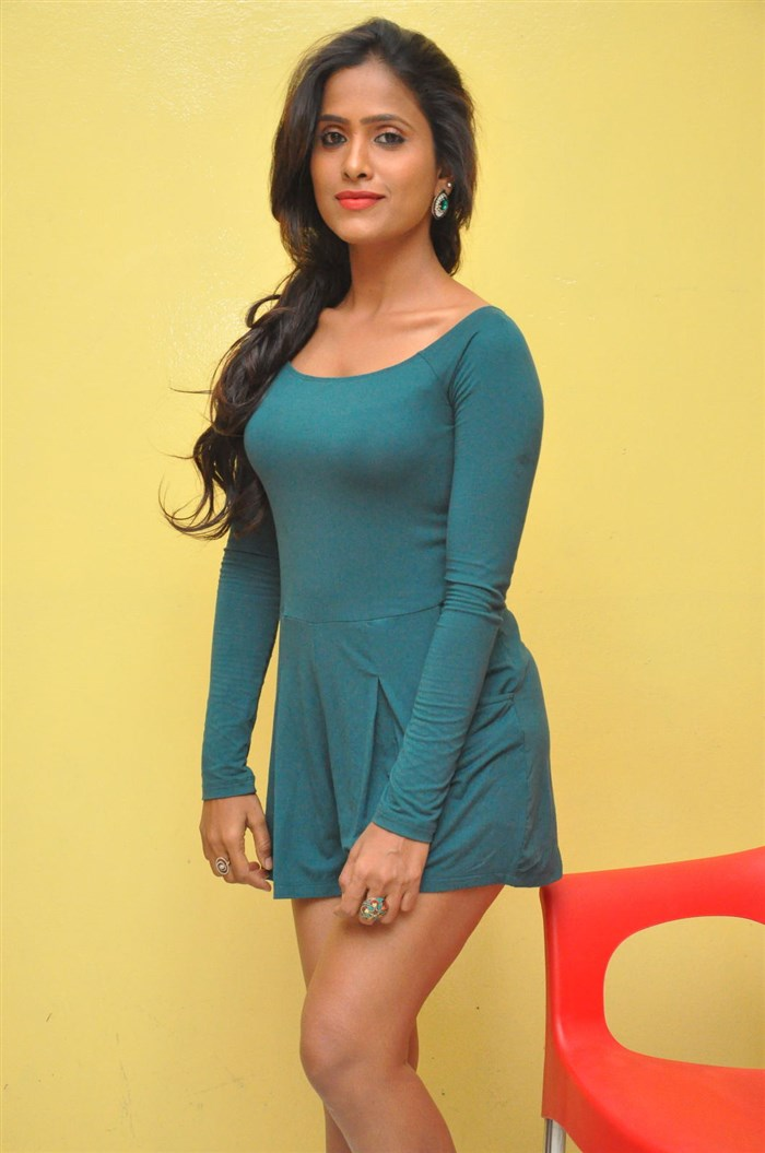 Telugu Tv Anchor Prasanthi New Hot Pics