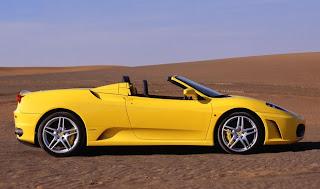 Diseño con color amarillo auto de lujo