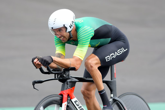 Lauro Chaman sofreu queda e não conseguiu medalha no Contrarrelógio das Paralimpíadas de Tóquio - Foto: JB Benavent / CBC