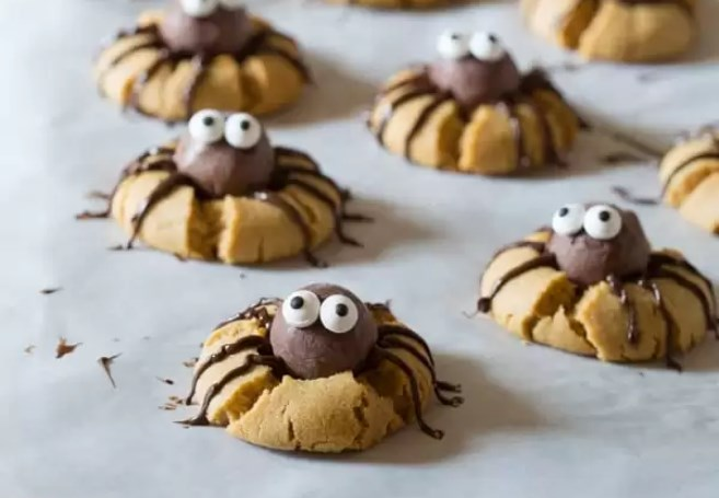 Peanut Butter Spider Cookies #cookies #baking