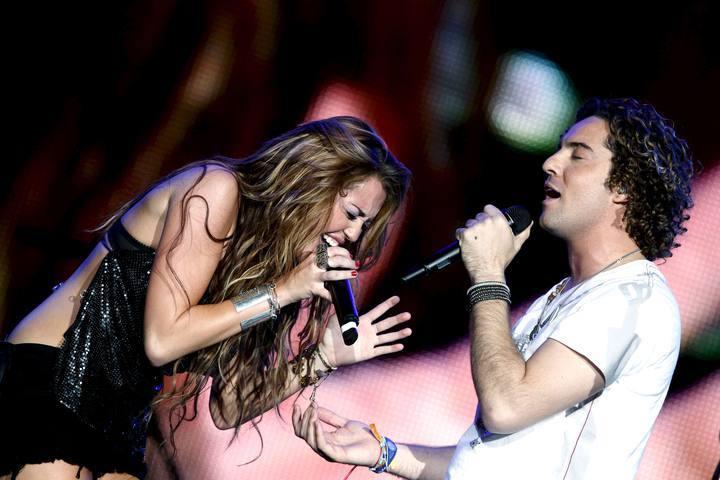 David Bisbal a dúo con Miley Cyrus, 'When I look at you' en
