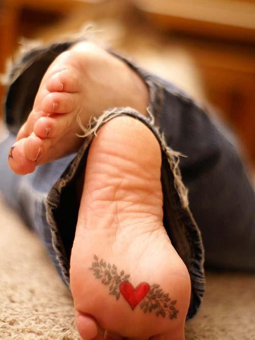 ayak altı kalp dövmesi foot under heart tattoo