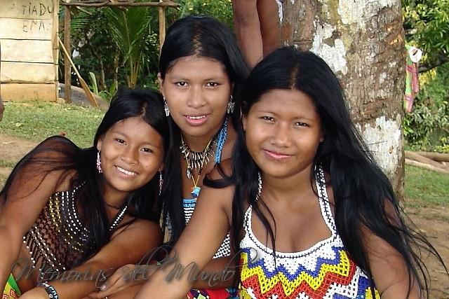 Indigenas Emberas en el Río Chagres