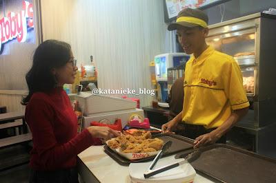 Outlet Toby's di BG Junction Surabaya