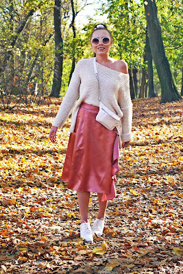 satin pink skrirt white sweater autumn ootd fall look karyn fashion blogger