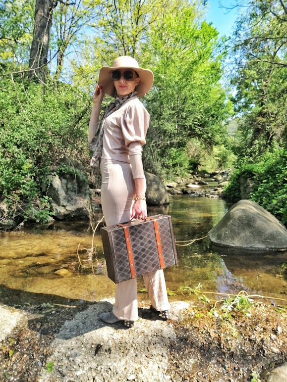fashion blogger travel