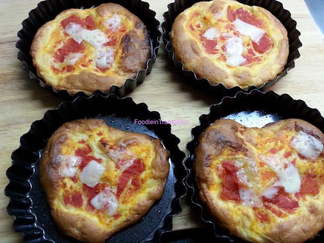 La Rubrica del Lunedì: Pizzette pomodoro e provolone - Monday's Page: Tomato and provolone mini pizzas