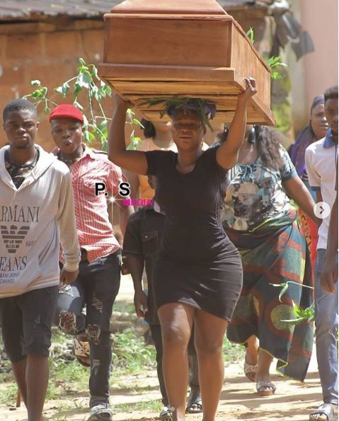 Nollywood Actress Seen Carrying Big Coffin On Her Head (Pics)
