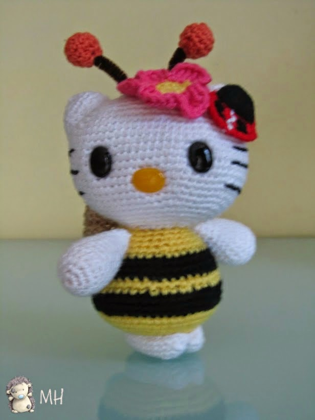 Vista de Hello Kitty abejita amigurumi