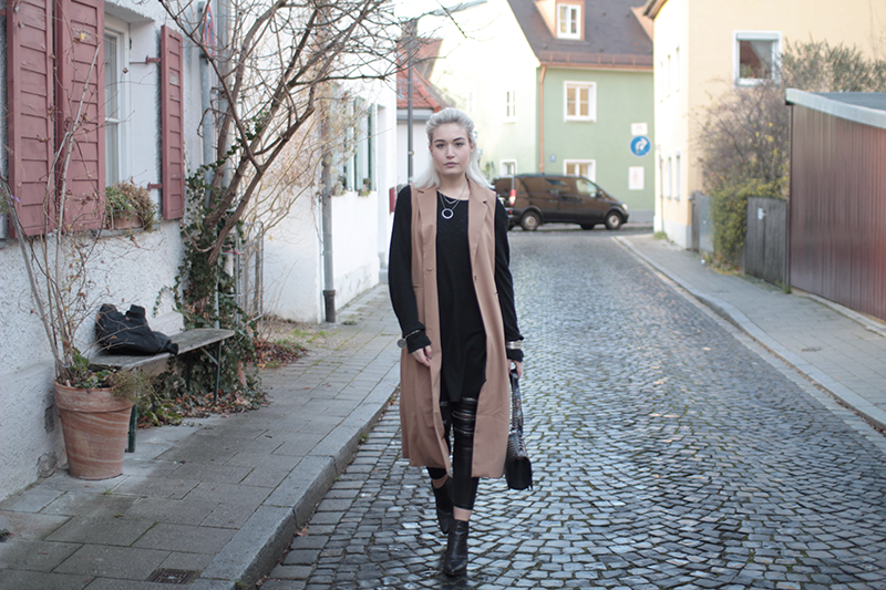 Fashionblog-Fashion-Blog-Blogger-München-Munich-Deutschland-Bomberjacke-Modeblog-Mode Blog-ootd-Outfit-Style-Trend-Streetstyle-Blogger-Alpha Industries-Bomberjacke-Bomber Jacket-Sassyclassy-Leather Leggings-About You