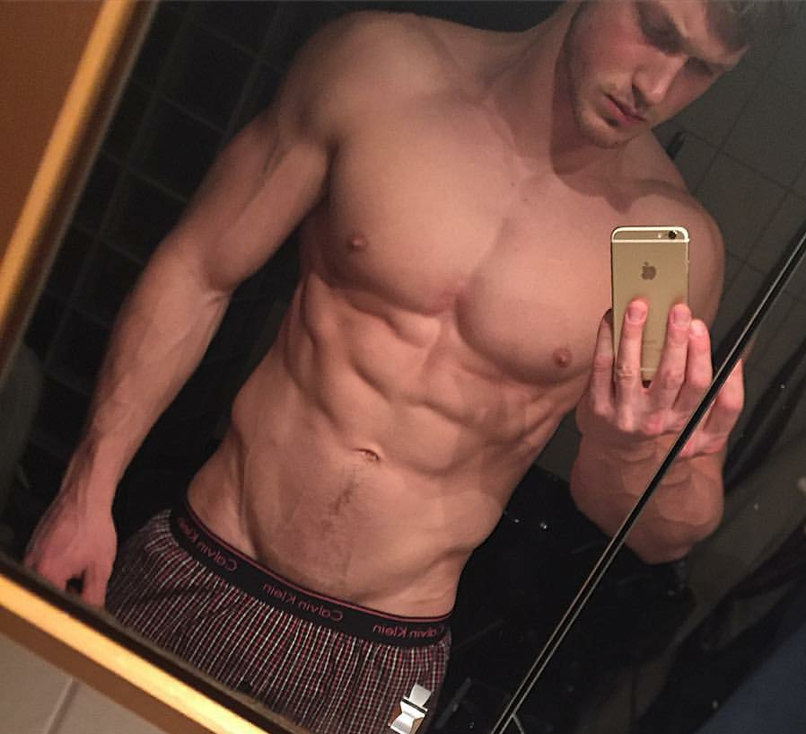 hot-guys-shirtless-fit-body-selfies