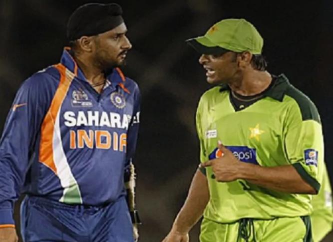Watch: भारत-पाक मैच से पहले शोएब-भज्जी भिड़े