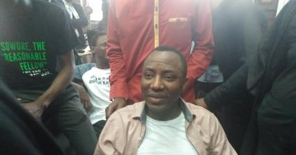 Sowore, DSS officers in physical clash inside courtroom in re-arrest attempt