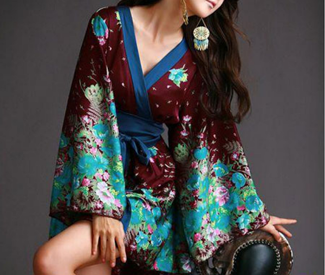 4b6ddd96868c Σήμερα θα ράψουμε κιμονό αφού στις μέρες μας το πολύ κομψό φόρεμα από  μετάξι που ονομάζεται κιμονό και το οποίο είναι διακοσμημένο με λουλούδια  δεν ...