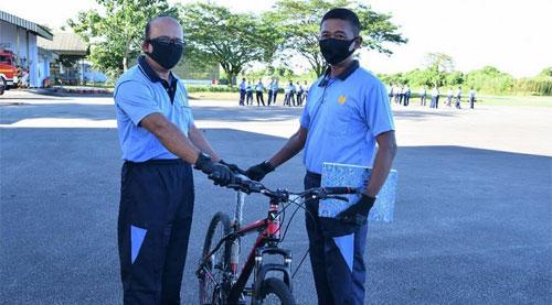 Supadio Air Base Commander Give Reward For Achievement Personnel