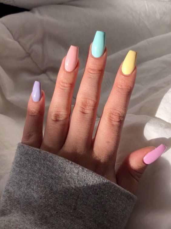 Inspirações para pintar uma unha de cada cor