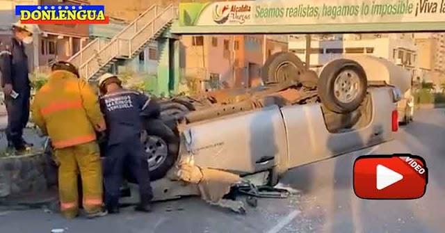 Se durmió manejando y chocó a 4 vehículos en una cola para la gasolina