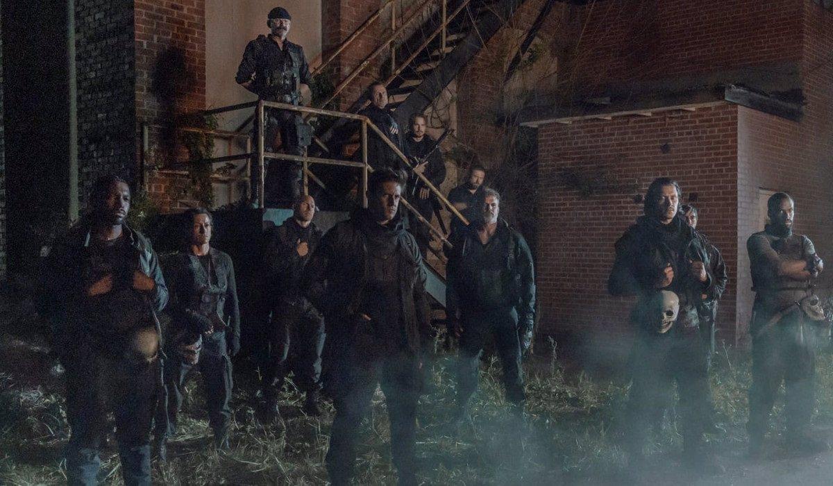 Los Repaers dan la bienvenida a Daryl al grupo tras pasar la iniciación
