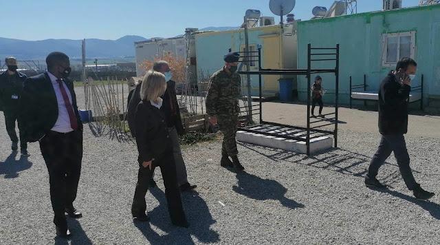 Επίσκεψη Γιώτας Πούλου και Γιάννη Μουζάλα στη δομή φιλοξενίας μεταναστών της Θήβας