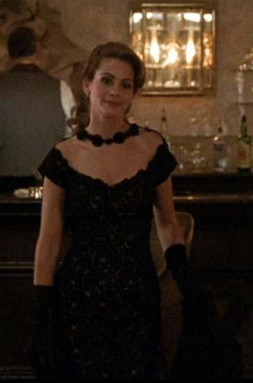 Uma linda mulher vestido jantar
