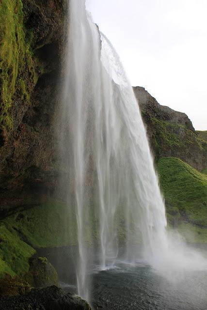 La cascada Seljalandsfoss en Islandia